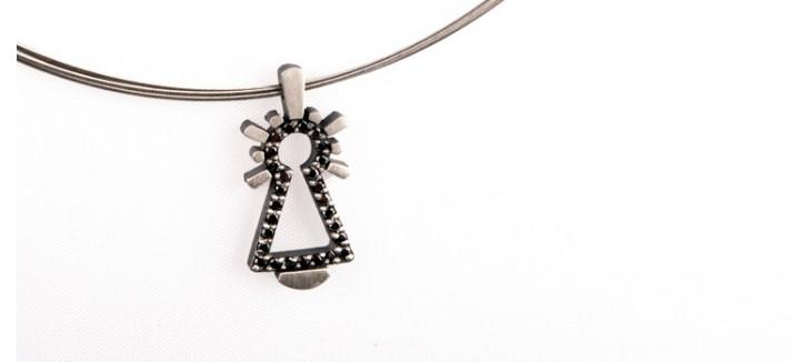 colgante-pequeno-virgen-sirga-diamantes-negros-