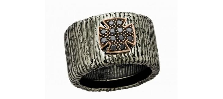 anillo-plata-y-diamantes-cruz