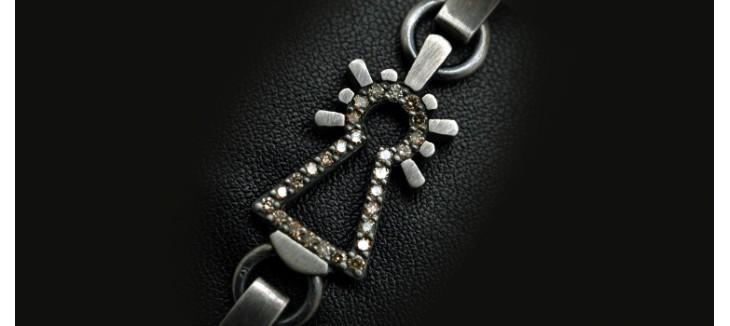 pulsera-virgen-chapas-con-diamante-conac