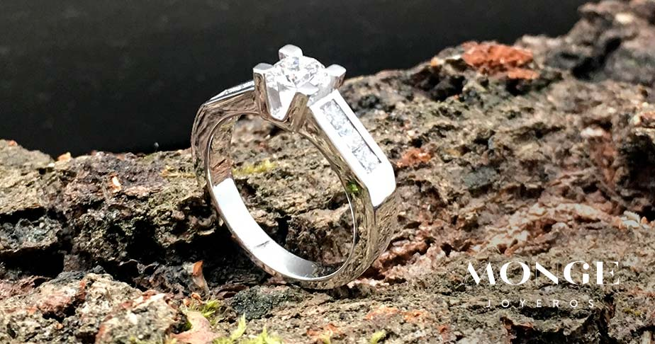 anillo de diamante talla brillante