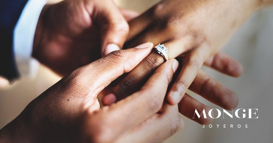 que diferencia hay entre anillo de compromiso y alianza