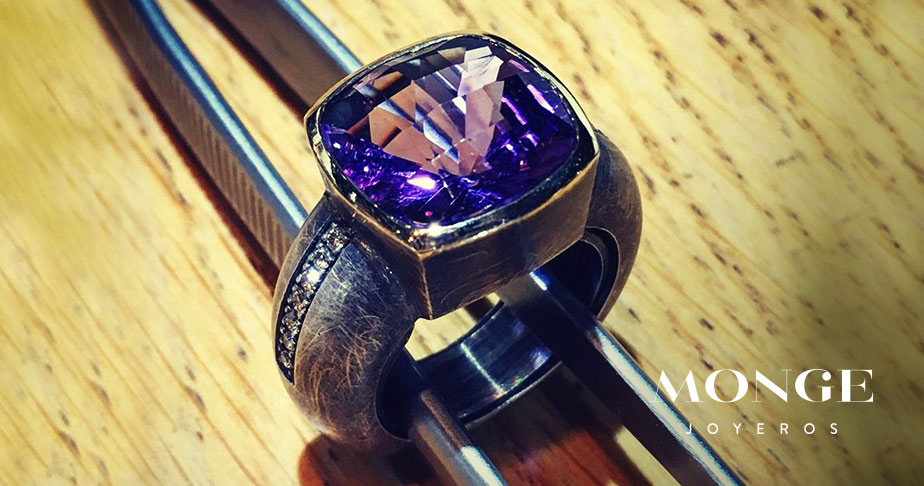 joyas con la piedra amatista