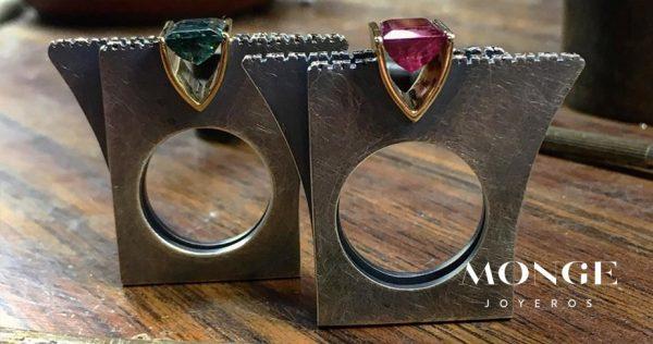 seleccion de joyas con formas geometricas