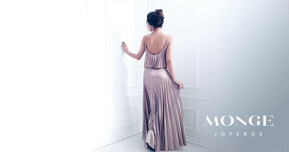 descubre como combinar joyas segun el estilo y forma de tu vestido